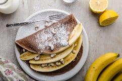 Schokoladenkrepps mit Banane Stockbild