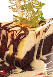 Schokoladenkäsekuchen mit Karamellkruste Stockbilder