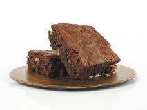 Schokoladenkuchen auf einer Goldplatte Lizenzfreie Stockfotografie
