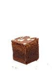 Schokoladenkuchen auf weißem Hintergrund Stockfotos