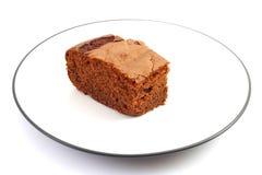 Schokoladenkuchen in einer Platte Stockbild