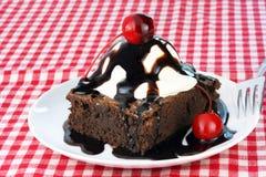 Schokoladenkuchen-Eiscreme-Eiscremebecher Stockfotografie