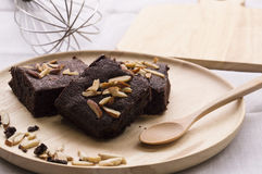Schokoladenkuchen im Teller Lizenzfreies Stockfoto