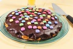 Schokoladenkuchen mit Alleswissern Lizenzfreie Stockfotos