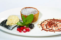 Schokoladenkuchen mit Brombeere Lizenzfreies Stockbild
