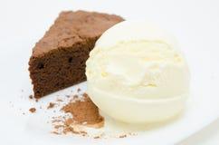 Schokoladenkuchen mit Eiscreme Lizenzfreie Stockbilder