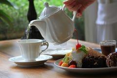 Schokoladenkuchen mit Eiscreme und Frucht slad Stockfotos
