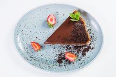 Schokoladenkuchen mit Erdbeere Stockbild