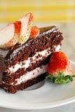 Schokoladenkuchen mit Erdbeere Stockbilder