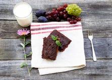 Schokoladenkuchen mit Früchten Lizenzfreie Stockfotos