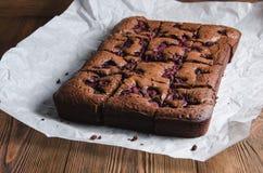 Schokoladenkuchen mit Himbeere stockfoto