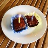 Schokoladenkuchen mit Kerzen Lizenzfreie Stockbilder