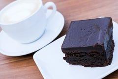 Schokoladenkuchen mit O-Kaffee Lizenzfreies Stockbild