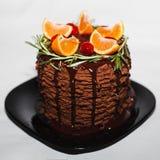 Schokoladenkuchen mit Orangen für Weihnachten Lizenzfreie Stockfotos