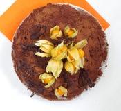 Schokoladenkuchen mit Physalis Lizenzfreie Stockbilder