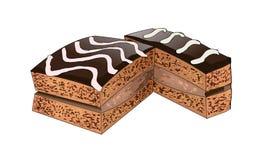 Schokoladenkuchen mit süßer Creme goss auf dem Spitzenweißbereifen und dunkle Schokolade Stockfotos