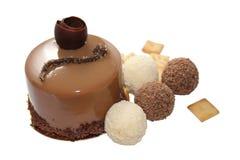 Schokoladenkuchen mit Trüffelsüßigkeit und Crackern (Bild mit clipp Stockbild
