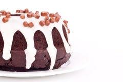 Schokoladenkuchen mit Vanillesoße Stockfotos