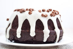 Schokoladenkuchen mit Vanillesoße Lizenzfreies Stockbild