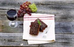 Schokoladenkuchen mit Wein Lizenzfreies Stockfoto