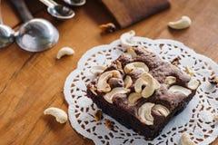 Schokoladenkuchen und Acajounusskuchen Stockfotos