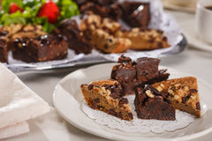 Schokoladenkuchen und blondies Stockbilder
