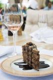 Schokoladenkuchen und Glas Wein Lizenzfreies Stockfoto