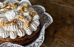 Schokoladenkuchen und Karamellcreme Lizenzfreies Stockbild