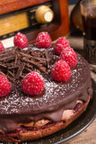 Schokoladenkuchen und türkischer Kaffee - Weinleseart Stockbild