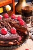 Schokoladenkuchen und türkischer Kaffee - Weinleseart Stockfotografie