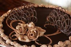Schokoladenkuchenabschluß oben Schokoladen-Gebäck-Dekorationen lizenzfreie stockfotografie