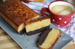 Schokoladenkuchenbutterkuchen mit Kaffee Lizenzfreie Stockbilder