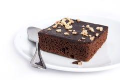 Schokoladenkuchenquadrat auf Plattenteller Stockfotos