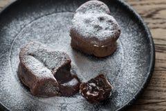 Schokoladenlava backt in Form des Herzens zusammen Lizenzfreies Stockfoto
