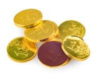 Schokoladenmünzen von 1 Euro lokalisiert auf Weiß Stockfotos