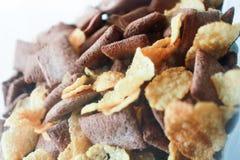 SchokoladenMüslischüssel zum Frühstück Lizenzfreie Stockfotos