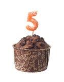 Schokoladenmuffin mit Kerze für Fünfjahresaltes Lizenzfreie Stockfotos