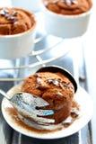 Schokoladenmuffins mit Karamell. Lizenzfreie Stockfotografie