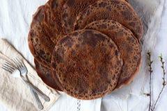 Schokoladenpfannkuchen lizenzfreie stockbilder