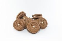 Schokoladenplätzchen auf weißem Hintergrund Stockbild
