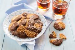 Schokoladenplätzchen mit Tee Stockfotografie
