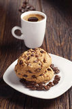 Schokoladenplätzchen und -kaffee Stockbilder