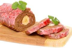 Schokoladenrolle mit Bananen- und Erdbeeresahne Stockfotos