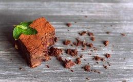 Schokoladenschokoladenkuchen, abgebissen stockfoto