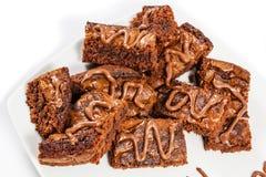 Schokoladenschokoladenkuchen auf weißer Platte Lizenzfreies Stockfoto