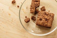 Schokoladenschokoladenkuchenkuchen auf hölzernem Hintergrund Stockfoto