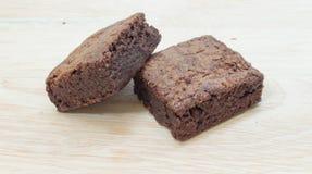 Schokoladenschokoladenkuchenkuchen im hölzernen Hintergrund Stockbild