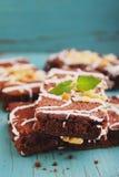 Schokoladenschokoladenkuchenkuchen mit Nüssen Stockbild
