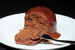 Schokoladenschwamm mit scharfer Soße Stockbild