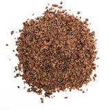 Schokoladensplitter auf einem weißen Hintergrund Lizenzfreie Stockfotos